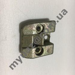 Защелка замка двери  кабинной правая Н/О УАЗ 452